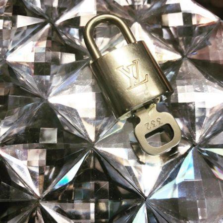 LOUIS VUITTON Brass Lock and Key 11943 a