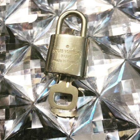 LOUIS VUITTON Brass Lock and Key 11943 b