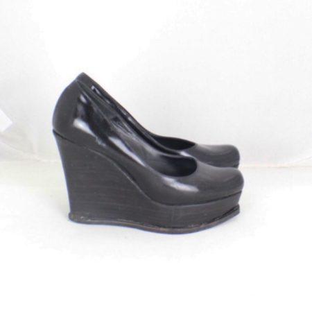 FENDI Black Leather Wedges Size USA 7.5 Euro 37.5 ItemTM999 b