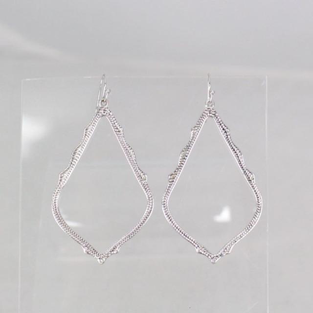KENDRA SCOTT 21050 Silver Tone Drop Earrings a