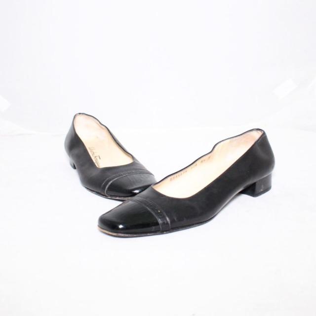 SALVATORE FERRAGAMO Black Leather Heels Size 8.5 US Eur 38.5 18121 a