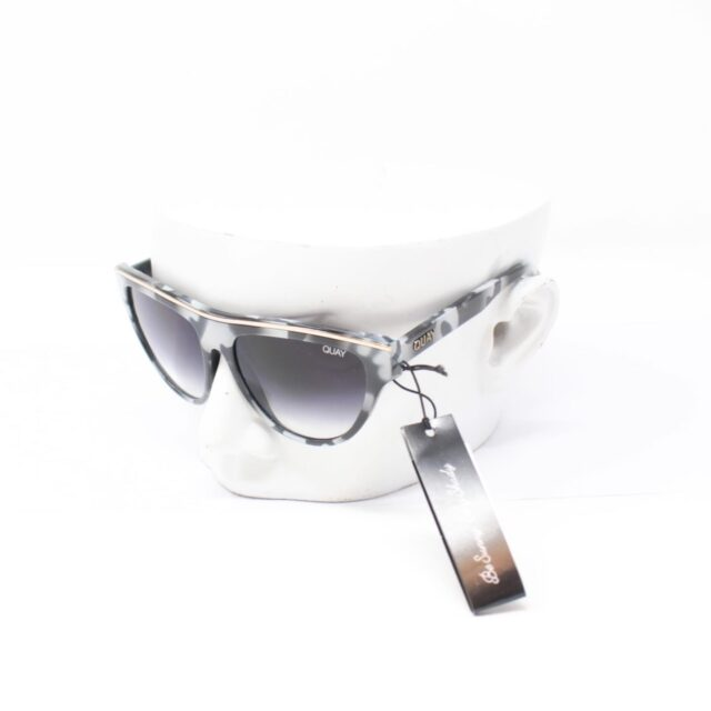 QUAY AUSTRALIA Flight Risk Black White Sunglasses T0067 a