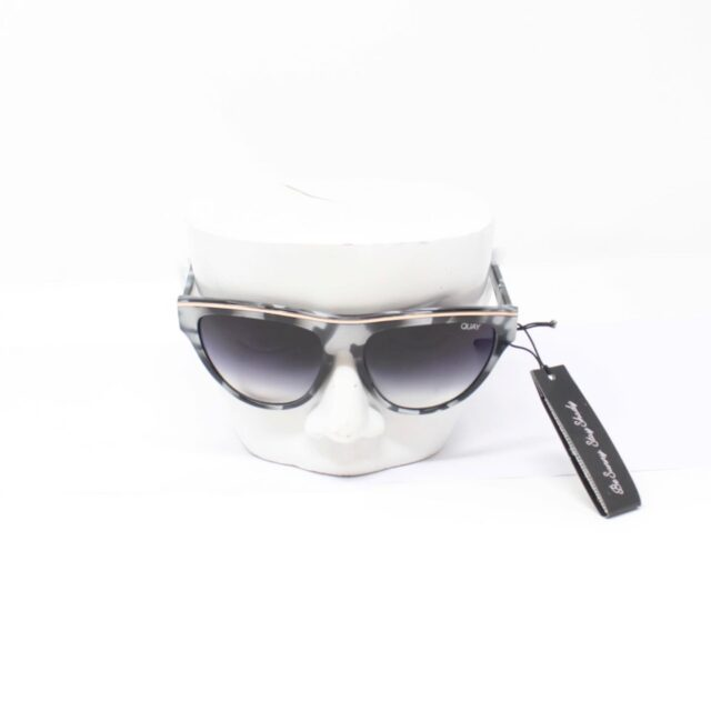 QUAY AUSTRALIA Flight Risk Black White Sunglasses T0067 c