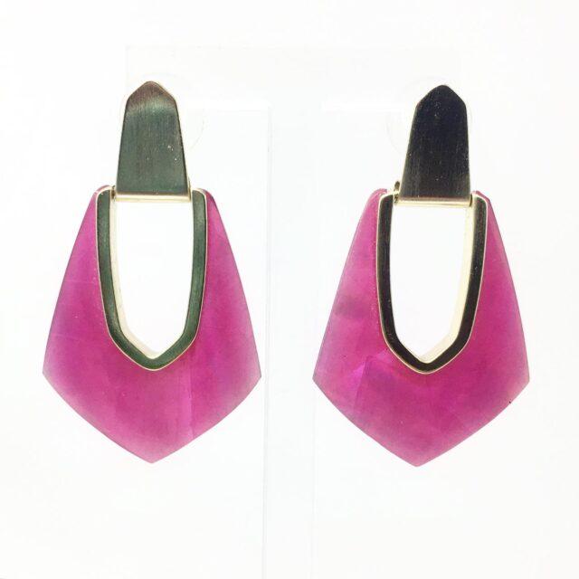 KENDRA SCOTT Magenta Drop Earrings 28585 1