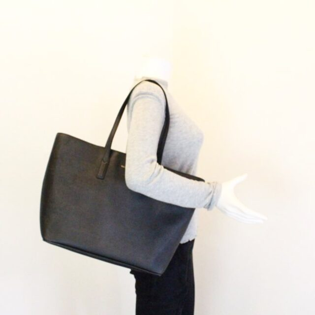 MARC JACOBS 30219 Black Saffiano Leather Tote 10