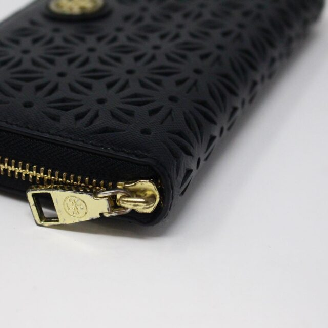 TORY BURCH AYB091 Black Perforated Robinson Leather Wallet 5